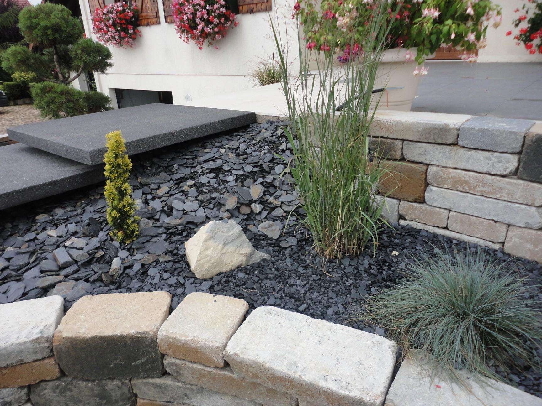 Graviers paillage d co for Deco massif jardin