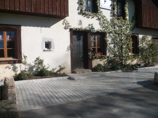 Aménagement devant maison traditionnelle
